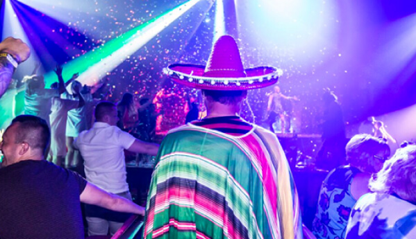 person wearing mexican hat in Gringos bingo magaluf